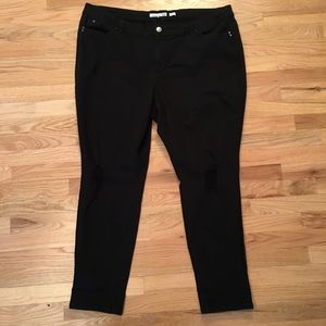 YMI black distressed mid rise jeans size 24